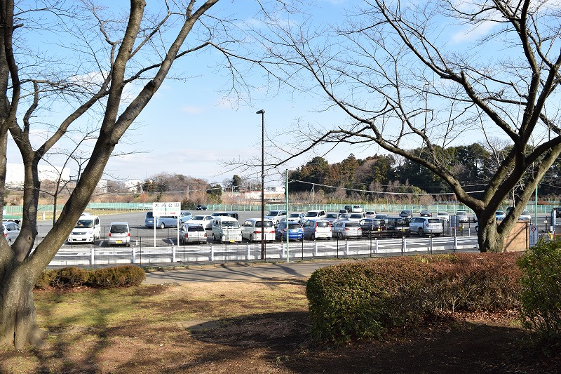 大崎公園の広い駐車場