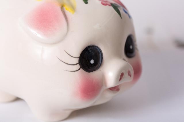 お金の貯め方 豚の貯金箱