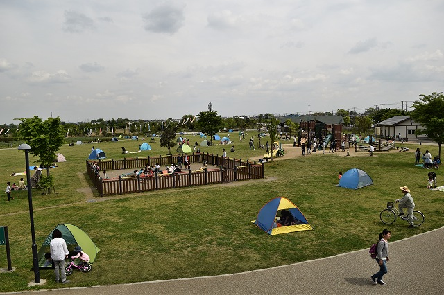 まつぶし緑の丘公園 芝生ゾーン