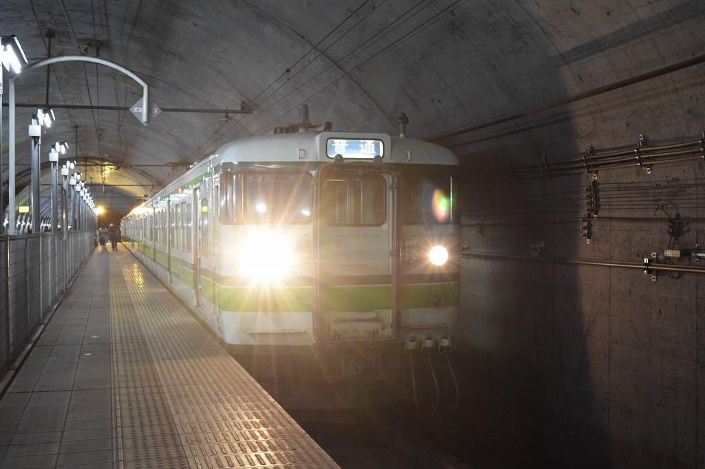 土合駅 列車