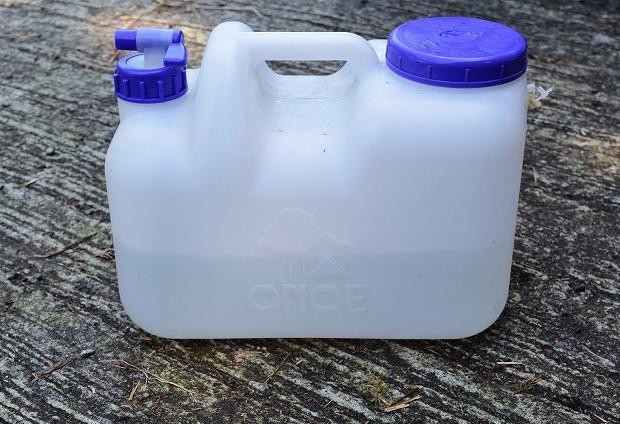 容器に入れた日本水